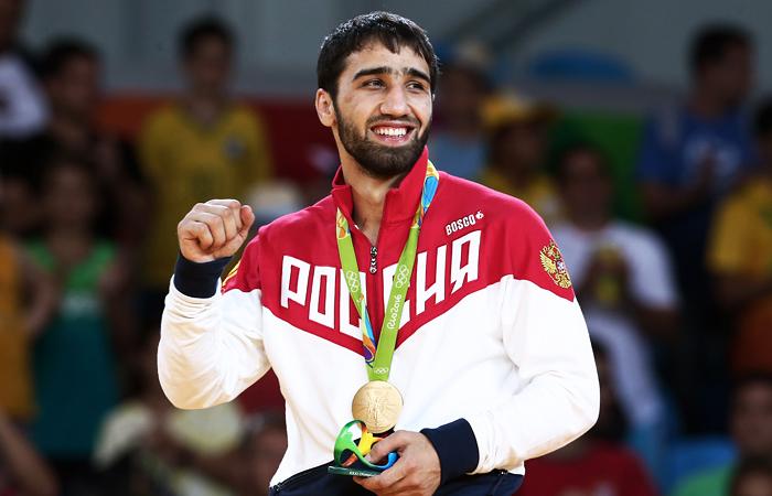 Дзюдоист Хасан Халмурзаев, выступающий в весовой категории до 81 кг., принес России третью золотую медаль. В финальной схватке 22-летний Халмурзаев, чемпион Европы 2016 года, победил 30-летнего американца Трэвиса Стивенса.