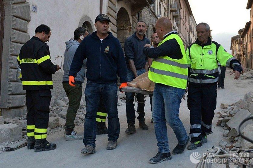 Спасательная операция в Аматриче шла всю ночь и будет продолжена и дальше.