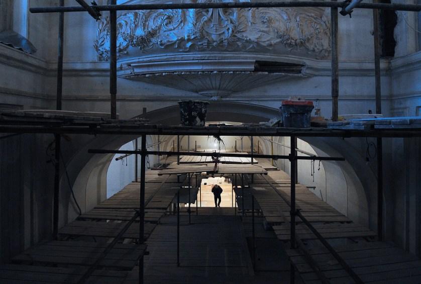 ITAR-TASS: MOSCOW, RUSSIA. MARCH 15, 2011. The Grand Hall of the Moscow Tchaikovsky Conservatory covered in scaffolding during renovation work to the interior of the building. (Photo ITAR-TASS/ Valery Sharifulin) Ðîññèÿ. Ìîñêâà. 15 ìàðòà. Ðåñòàâðàöèîííûå ðàáîòû â Áîëüøîì çàëå Ìîñêîâñêîé ãîñóäàðñòâåííîé êîíñåðâàòîðèè èìåíè Ï.È. ×àéêîâñêîãî. Ôîòî ÈÒÀÐ-ÒÀÑÑ/ Âàëåðèé Øàðèôóëèí