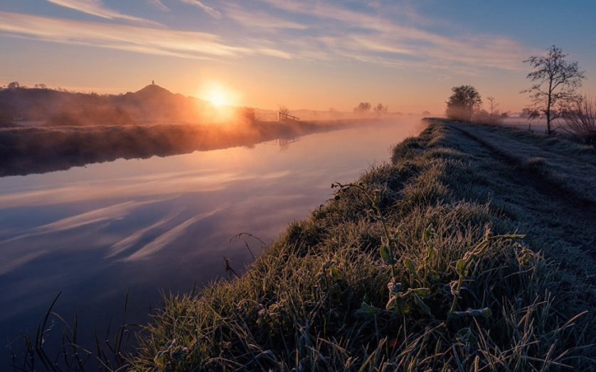 В число финалистов вошла фотография Кевина Пирсона - туманный рассвет на реке Брю (Великобритания).