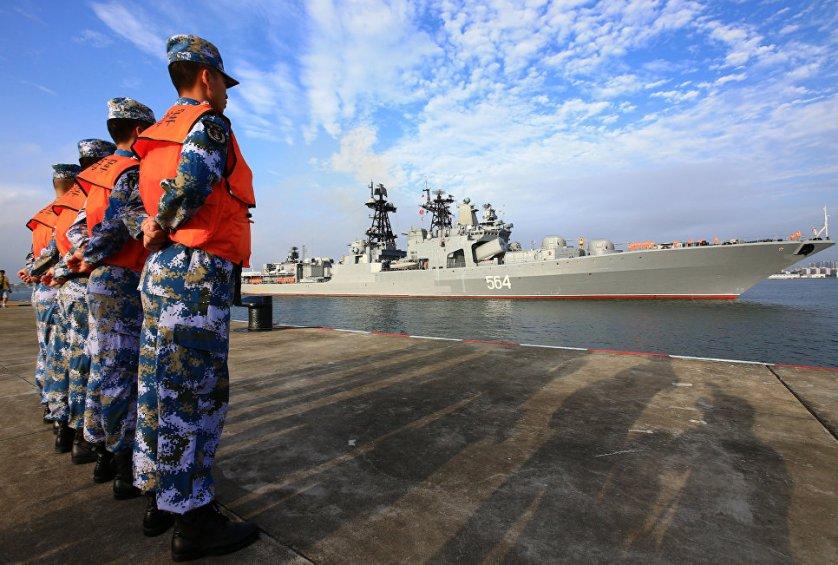 Китайская сторона также продемонстрировала морским пехотинцам Тихоокеанского флота выставку вооружений и военной техники, стоящих на вооружении морской пехоты ВМС Народно-освободительной армии Китая (НОАК). Российским военнослужащим были продемонстрированы различные образцы стрелкового оружия, бронемашин и плавсредств.