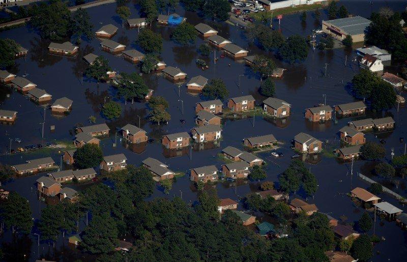 """Обрушившийся на страны Карибского бассейна ураган """"Мэтью"""" затронул часть юго-восточного побережья США."""