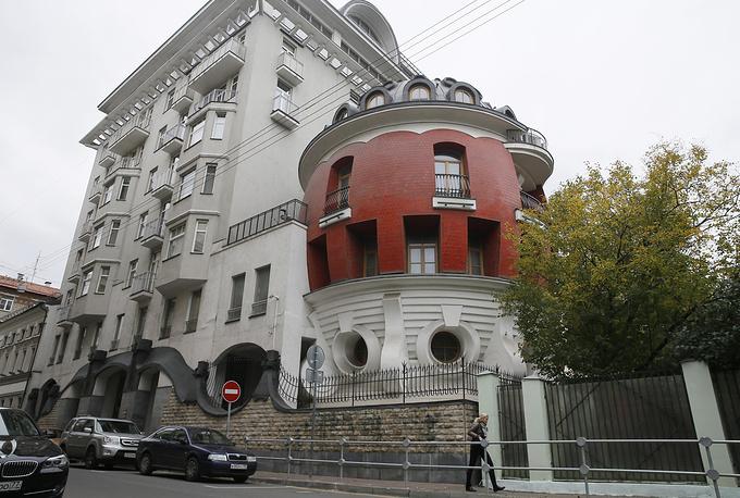MOSCOW, RUSSIA - SEPTEMBER 27, 2016: The Egg house designed by Russian architects Sergei Tkachenko and Oleg Dubrovsky, in 1/11 Mashkova Street. Alexander Shcherbak/TASS Ðîññèÿ. Ìîñêâà. 27 ñåíòÿáðÿ 2016. Äîì-ÿéöî, ïîñòðîåííûé ïî ïðîåêòó àðõèòåêòîðîâ Ñåðãåÿ Òêà÷åíêî è Îëåãà Äóáðîâñêîãî, íà óëèöå Ìàøêîâà äîì 1/11. Àëåêñàíäð Ùåðáàê/ÒÀÑÑ