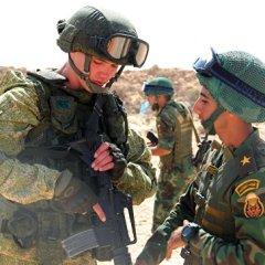 Десантники из России и Египта обменялись оружием на первых боевых стрельбах