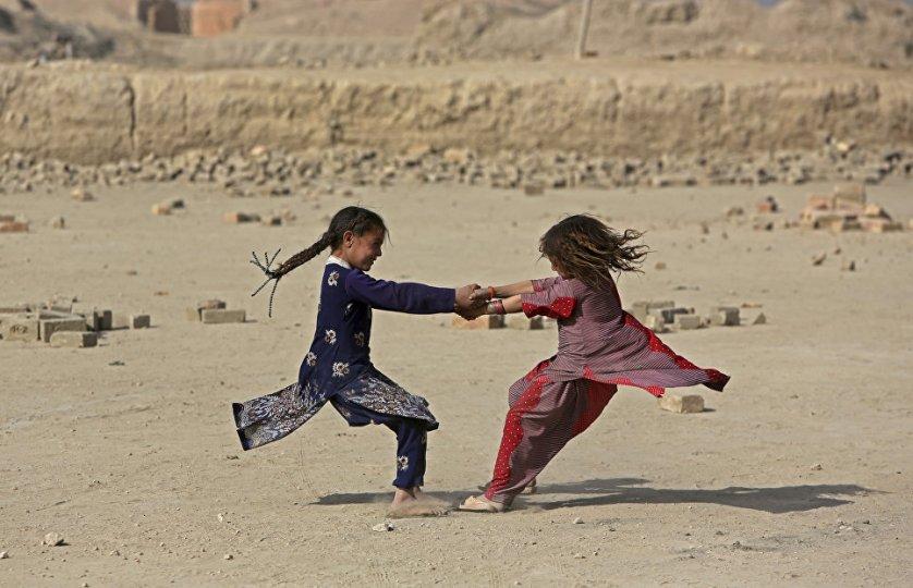 Девочки на окраине Кабула.