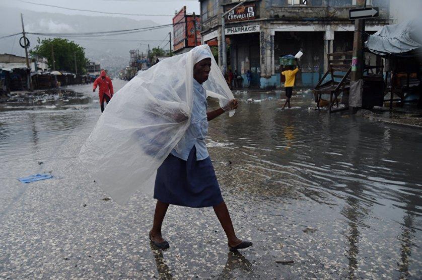 Избирательные власти Гаити пока не планируют отменять всеобщие выборы, намеченные на это воскресенье, 9 октября. В то же время допускается, что ураган может помешать развозу по острову выборных материалов, в том числе бюллетеней.