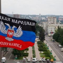 Жители Донецка на митинге призвали Украину выполнять Минские соглашения
