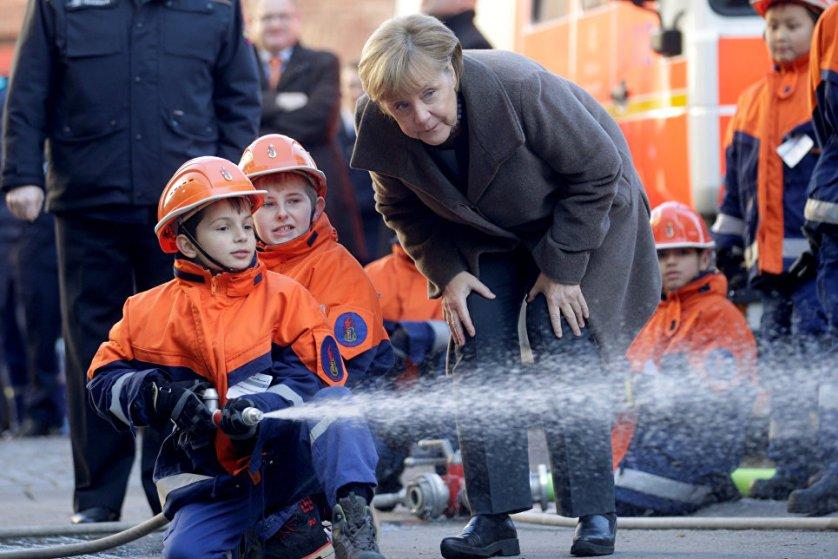 14 ноября канцлер Германии Ангела Меркель встретилась в Берлине с юными пожарными.