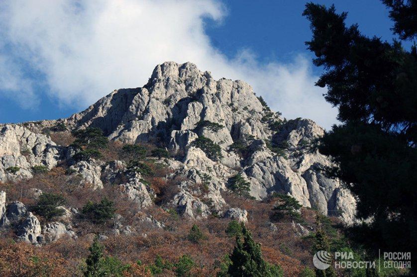Большой Каньон – удивительное чудо природы Крыма. До революции он принадлежал князю Юсупову и был любимым местом его прогулок.