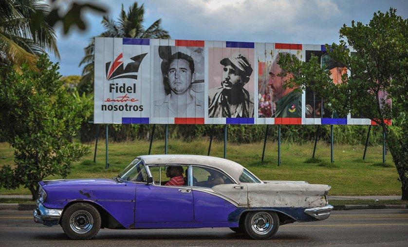 """""""Фидель среди нас"""" - плакаты с такой надписью установлены на улицах Гаваны."""