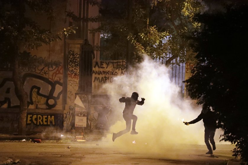 15 ноября в Афинах произошли столкновения полицейских и участников демонстрации против визита президента США Барака Обамы.
