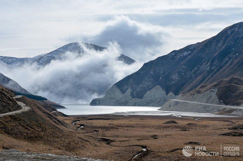 Высокогорное озеро Кезеной-Ам в Веденском районе Чеченской республики.