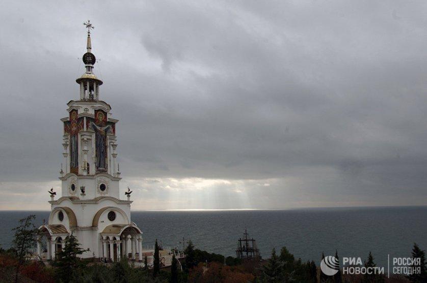 Храм-маяк был открыт в селе Малореченском (Большая Алушта) 18 июня 2006 года. Его освятили в честь Святого Николая Чудотворца, архиепископа Мирликийского, покровителя моряков и путешественников.
