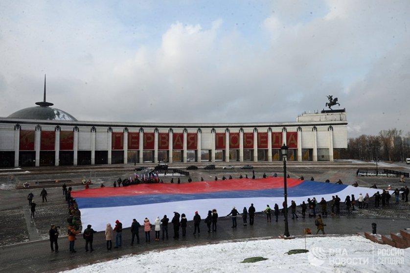 Общая площадь триколора составляет более тысячи квадратных метров.