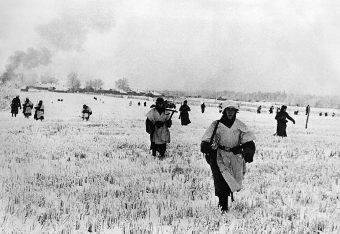 Немецкая пехота на подступах к городу, ноябрь 1941 года