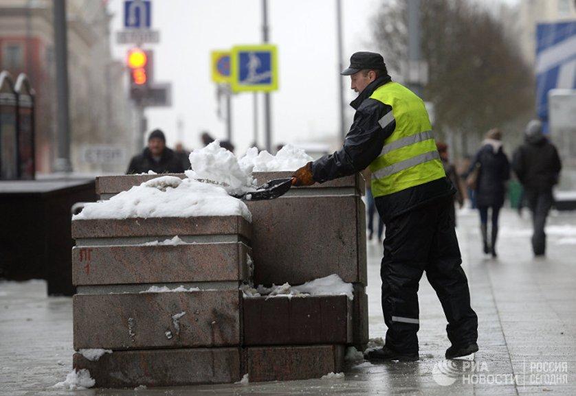 """Прошедший в регионе снегопад принес в Москву 15% месячной нормы осадков, сообщили РИА Новости в погодном центре """"Фобос""""."""