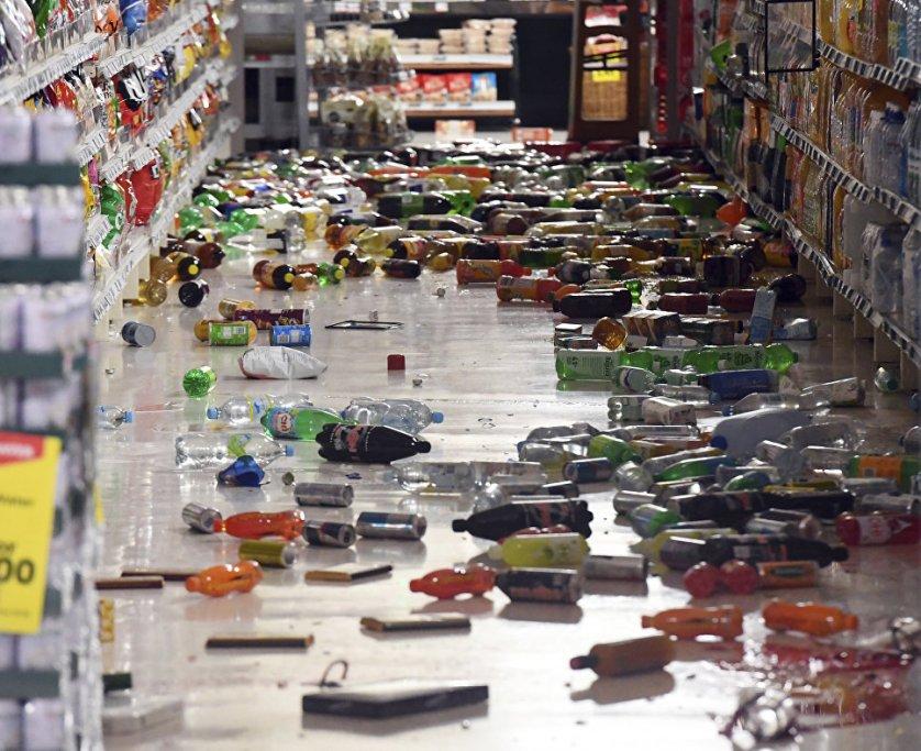В одном из супермаркетов после землетрясения.