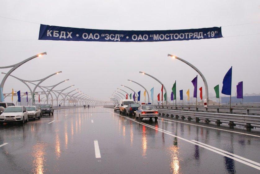 """Внутригородская платная скоростная магистраль """"Западный скоростной диаметр"""" в Санкт-Петербурге дает возможность проезжать мегаполис менее чем за 20 минут."""
