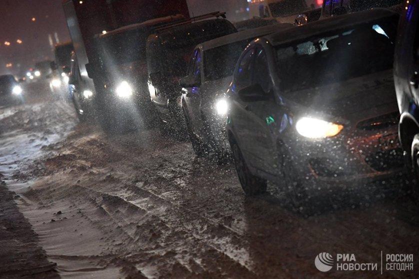 За прошедшие сутки в Москве произошло около 900 ДТП. Ухудшение погодных условий — одна из причин аварий.