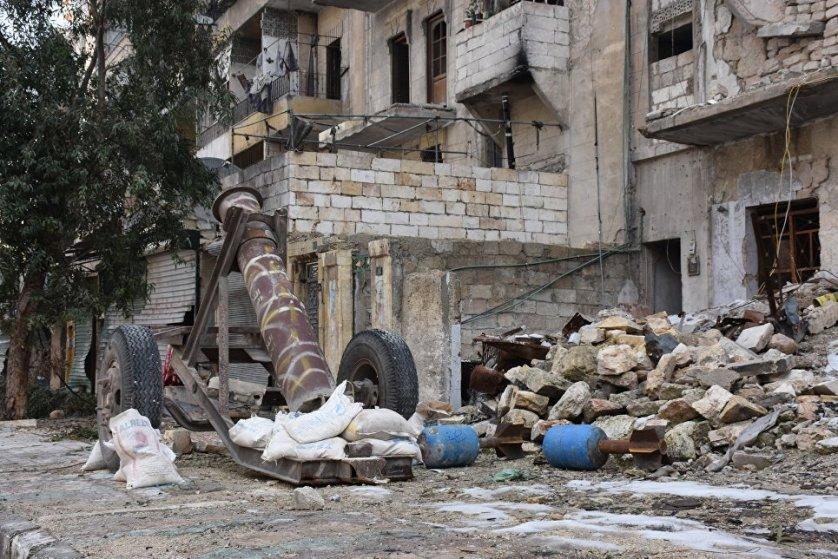 """Боевые действия в самом городе Алеппо активизировались после того, как сирийской армии и ополчению удалось в начале июля отбить атаки террористической группировки """"Джейш аль-Ислам"""" на фермы Маллях в северном пригороде Алеппо."""