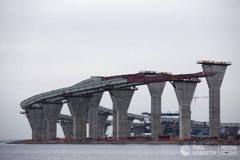 Строительство двухъярусного моста Западного скоростного диаметра в Санкт-Петербурге.