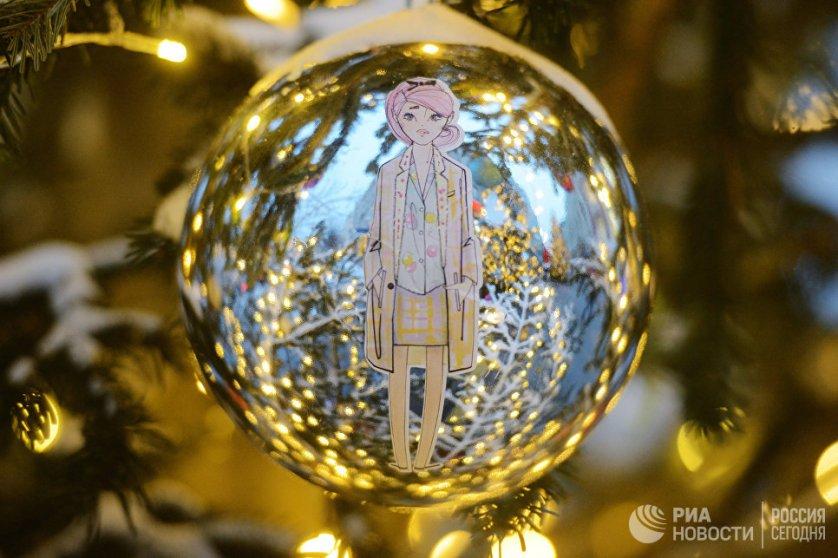 """Выставка новогодних ёлок продлится в течение всего фестиваля """"Путешествие в Рождество"""", который пройдет в Москве с 16 декабря по 15 января."""