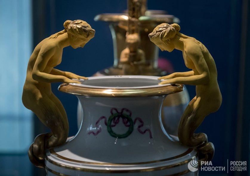 В музее Императорского фарфорового завода представлена продукция известных европейских мануфактур и русских частных заводов.