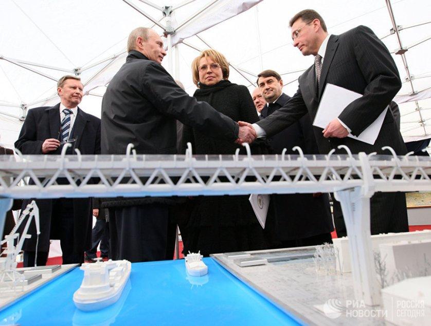 Президент РФ Владимир Путин, который принимал участие в церемонии открытия центрального участка магистрали, поблагодарил строителей и всех, кто принимал участие в строительстве ЗСД.