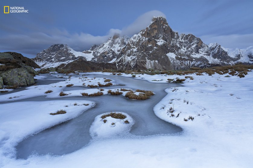 """Второе место в категории """"Пейзаж"""" удостоилась работа фотографа Alessandro Gruzza """"Дикий каток"""". На снимке изображен горный массив Доломитовые Альпы (Италия)."""