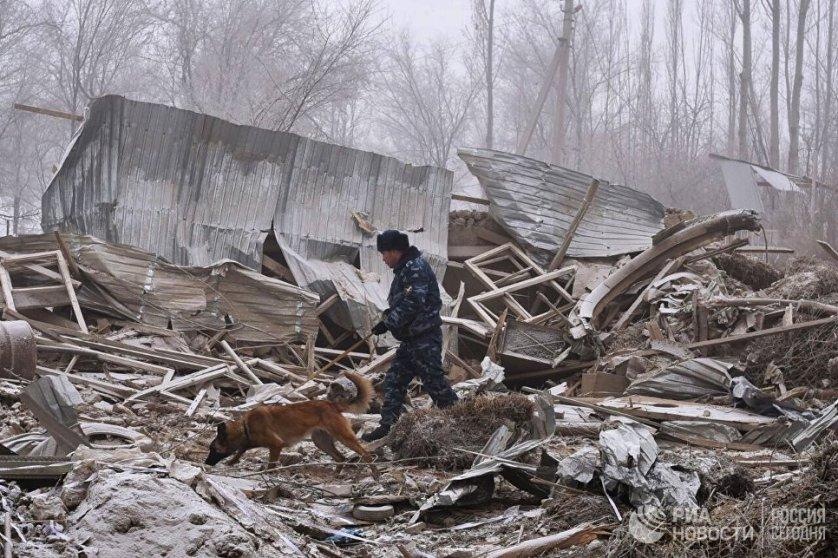 Как сообщил РИА Новости представитель пресс-службы президента Киргизии, готовится указ об объявлении вторника, 17 января, днем траура по погибшим.