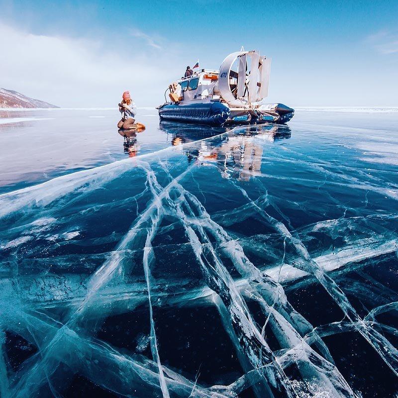 Байкал — самое глубокое озеро в мире. Его средняя глубина более 730 метров, а самая глубокая известная точка - 1637 метров.