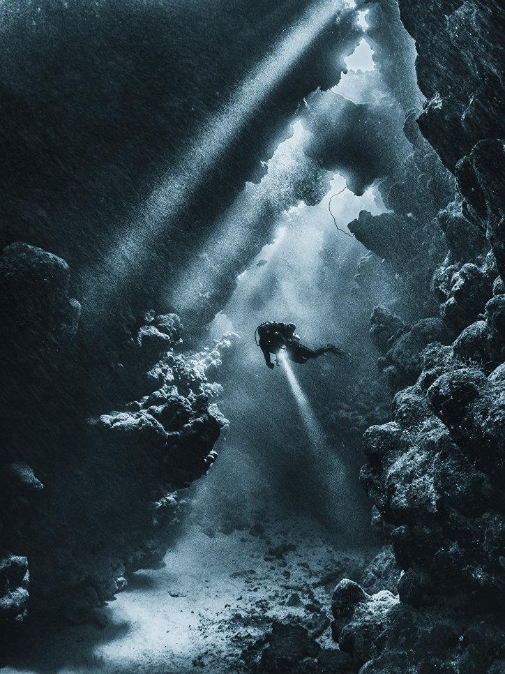 """Высокой оценки жюри удостоилась работа фотографа из Великобритании Марио Виталини за работу """"Солнечный свет после шторма"""". Категория """"Широкоугольный объектив""""."""