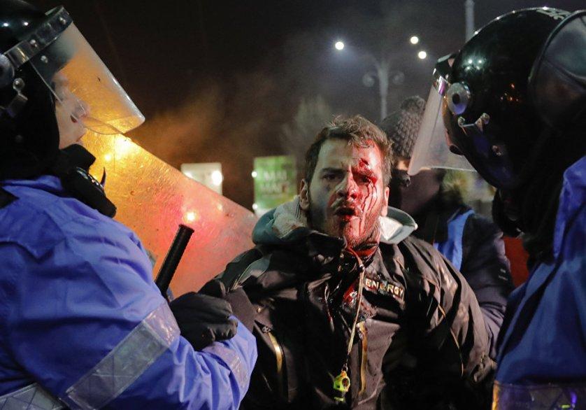 Первая волна протестов прошла по всей Румынии 22 января. Общее число демонстрантов тогда не превышало 20 тысяч человек.