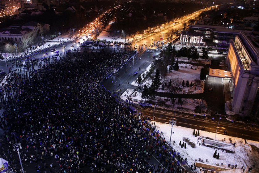 Жители страны вышли на улицы, так как опасаются, что в результате принятия новых поправок на свободу выйдут коррумпированные политики, отбывающие наказание, а также ряд опасных преступников.