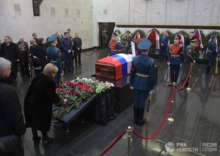 Многие россияне пришли проститься с Виталием Чуркиным, который почти всю жизнь отстаивал интересы страны на мировой арене.