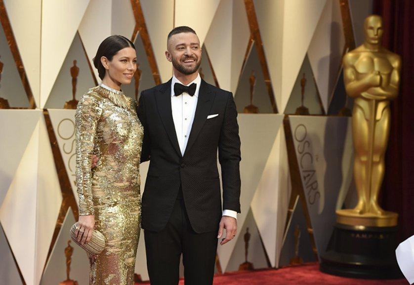 "Актриса Джессика Бил и ее муж, певец Джастин Тимберлейк на 89-й церемонии вручения ""Оскара"" в Голливуде."