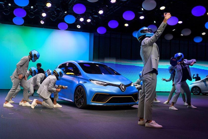 Концепт-кар Renault ZOE e-Sport. Легкий электромобиль комплектуется двумя электромоторами и специальными шасси.