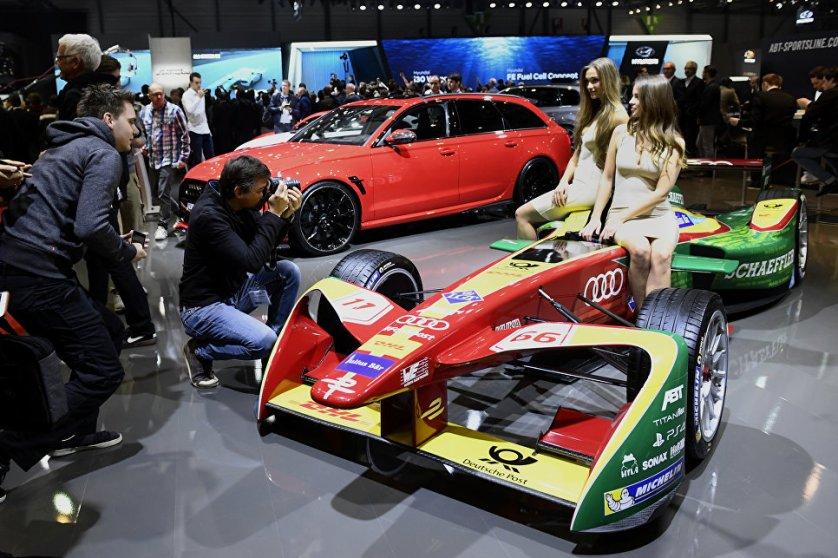 Стенд немецкого концерна Audi на Женевском международном автосалоне.