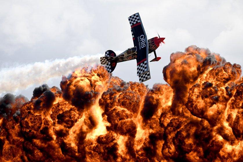 Выступление пилотажной группы TinStix of Dynamite во время Австралийского международного авиашоу в Мельбурне.