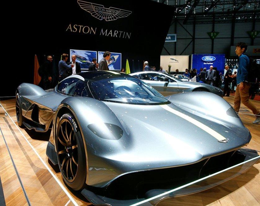 """На автосалоне представители Aston Martin подтвердили, что разработанный в партнерстве с Red Bull Advanced Technologies гиперкар AM-RB 001 будет называться Valkyrie (""""Валькирия"""")."""