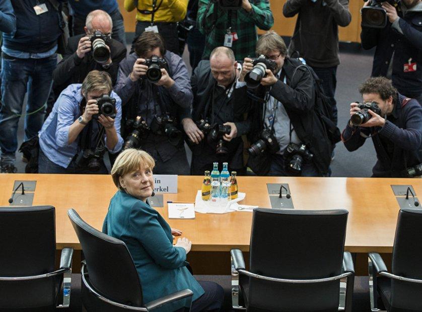 Канцлер Германии Ангела Меркель во время заседания парламентского комитета в Берлине.
