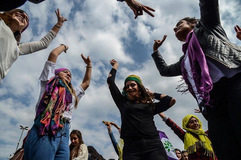 Демонстрация в турецком городе Диярбакыр в Международный женский день.