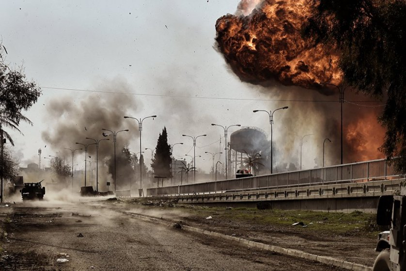 Взрыв заминированного автомобиля в Мосуле.