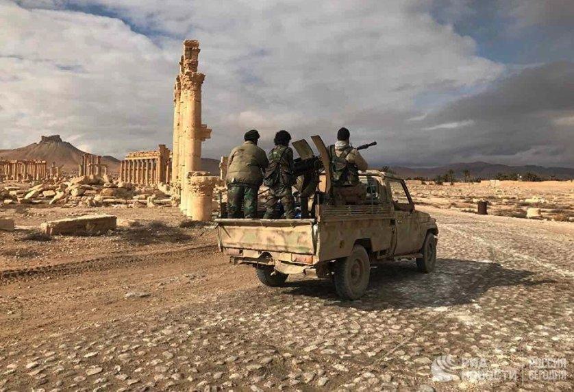 Прибывшее подкрепление правительственных войск приступило к возведению оборонительных сооружений на окраинах Пальмиры.