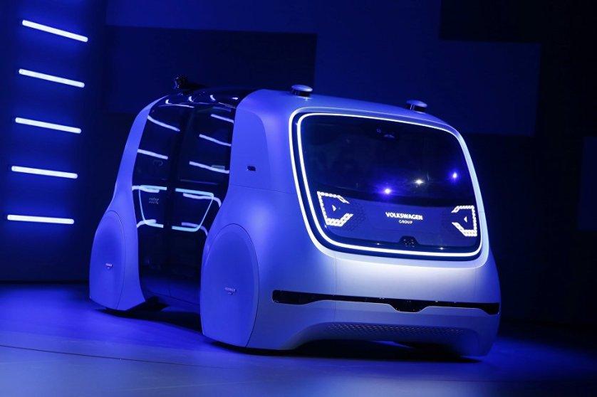 На Женевском автосалоне корпорация Volkswagen представила свой первый самоуправляемый концепт-кар Sedric (self-driving car). Машина рассчитана на четырех пассажиров.