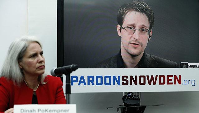 Сноуден получил премию за вклад в защиту свободы слова