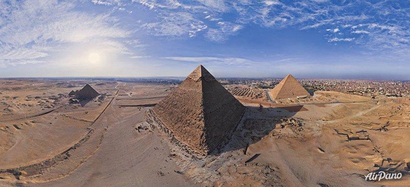 Великие пирамиды Гизы в Египте.