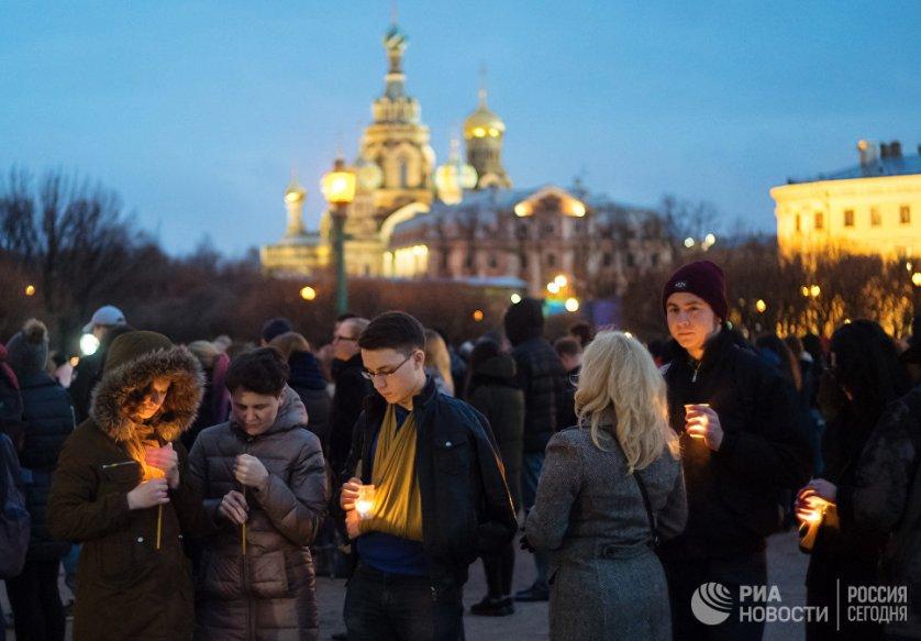По последним данным, при взрыве погибли 14 человек, включая предполагаемого террориста-смертника Акбаржона Джалилова.