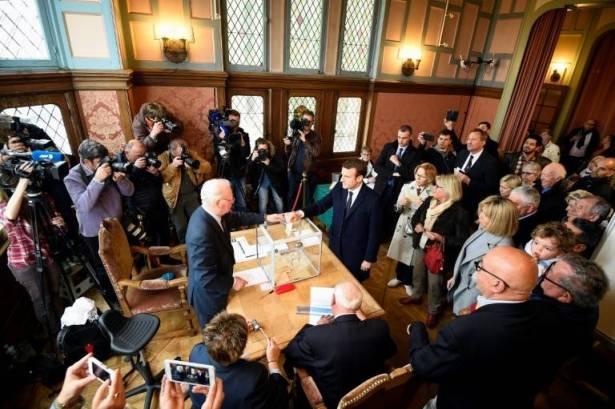 رئاسيات فرنسا.. ماكرون يتقدم ولوبان وفيون يتساويان
