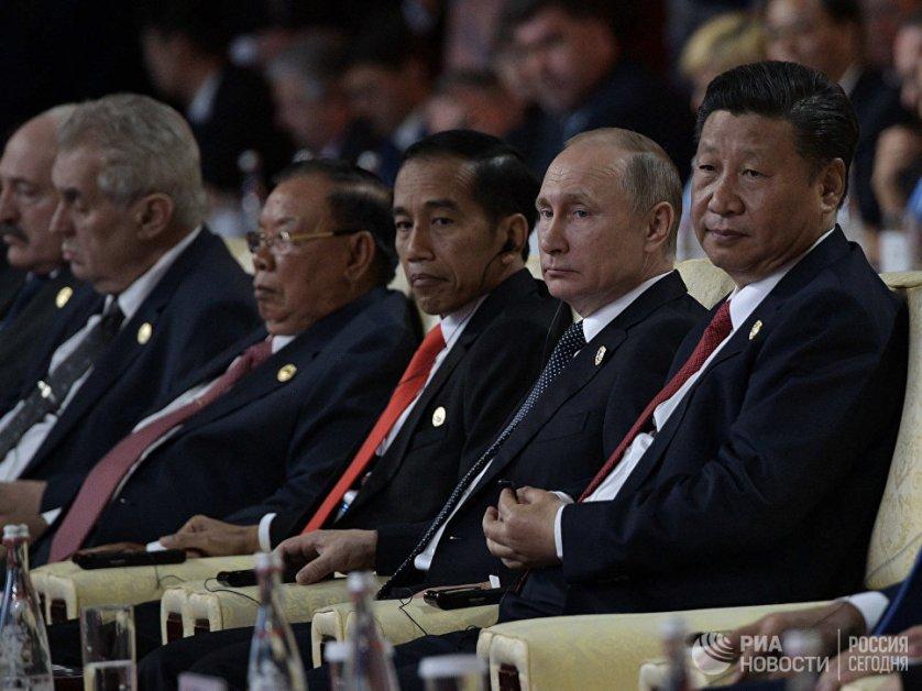 """Путин заявил, что Россия поддерживает проект """"Один пояс — один путь"""" и намерена активно в нем участвовать."""